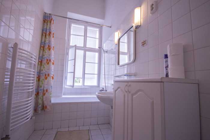 Shared bathroom - Basic Double Room Shared Bathroom