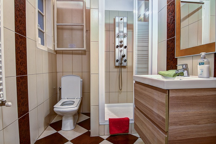 Bathroom - Standard 12 Bed Apartment Ensuite